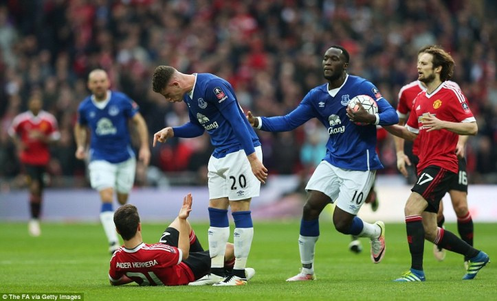 337a3ade00000578-3555474-ross_barkley_points_angrily_at_manchester_united_midfielder_ande-m-96_1461436758825