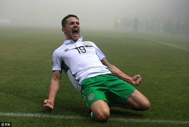 2e6c899b00000578-0-the_norwich_city_midfielder_slides_on_his_knees_in_celebration_a-a-2_1447540200851
